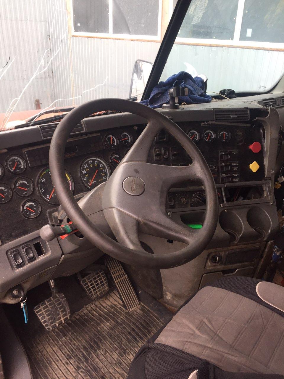 На разборе Freightliner Columbia CL120